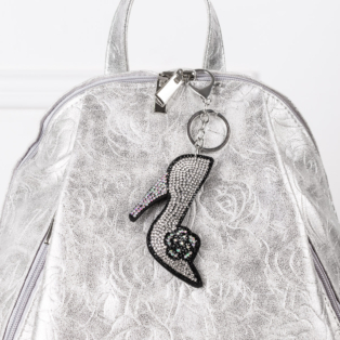 Ezüst színű cipő alakú strasszos kulcstartó