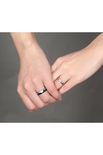 Kép 5/5 - A & ONE Ezüst/fekete Színű Rozsdamentes Acél Karikagyűrű Cirkónia kővel