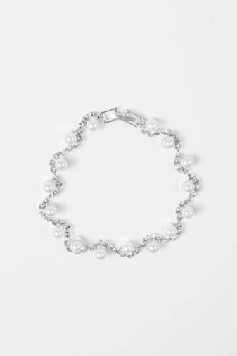 Kép 3/4 - A & ONE Ezüst Színű Strasszkövekkel És Fehér Gyöngyökkel Díszített Női Karkötő