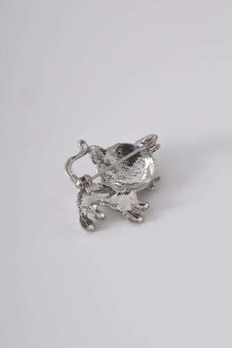 Kép 2/2 - A & ONE Ezüst Színű Cica Alakú Strasszkövekkel Díszített Bross