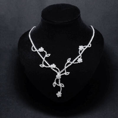 Ezüstszínű strasszköves alkalmi nyaklánc,virágmotívumokkal