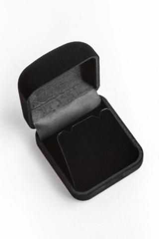 A & ONE Fekete Színű Kis Méretű Plüss Ékszertartó Ajándékdoboz, 5,2 x 5,8 x 2,5 cm