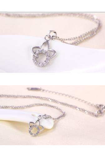 Kép 4/5 - Xuping Ezüst színű rozsdamentes ötvözetből készült nyaklánc strasszos medállal