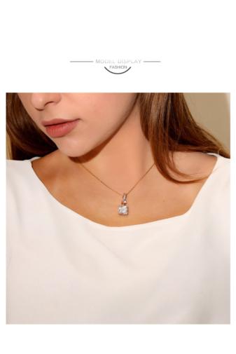 Kép 3/5 - Xuping Arany színű rozsdamentes ötvözetből készült  nyaklánc cirkónia medállal