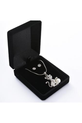 Kép 3/3 - A & ONE Cicás gyöngyös medállal díszített szett