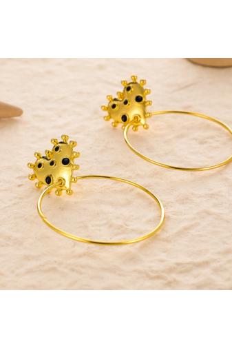 Kép 3/4 - A & ONE Szivecskés fekete pöttyös arany színű karika fülbevaló