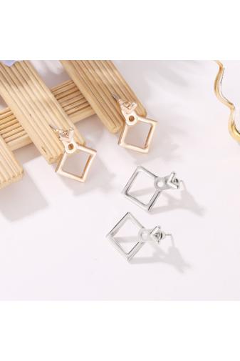 Kép 2/3 - A & ONE Egyedi Ezüst színű négyzet alakú fülbevaló