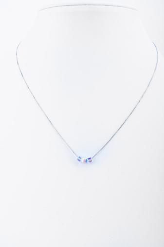 Kép 3/4 - Ezüst színű nikkel mentes nyaklánc apró kocka alakú medállal
