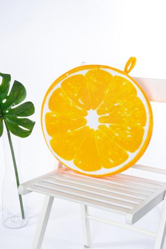 Kép 1/3 - A & ONE Narancs mintájú puha plüss székpárna