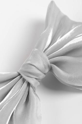 Kép 2/3 - A & ONE Kézzel Készített Ezüst Színű Hajcsat Masnival