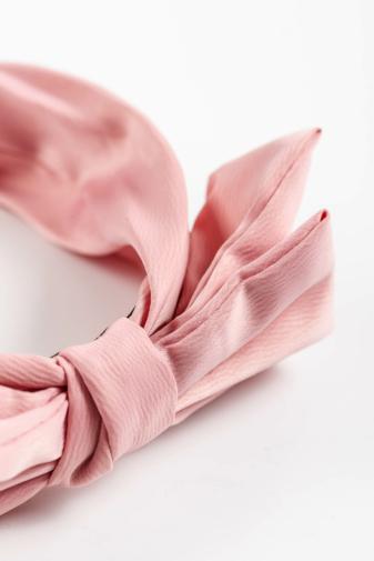 Kép 3/3 - A & ONE Kézzel Készített Világos Rózsaszín Hajpánt Masnival