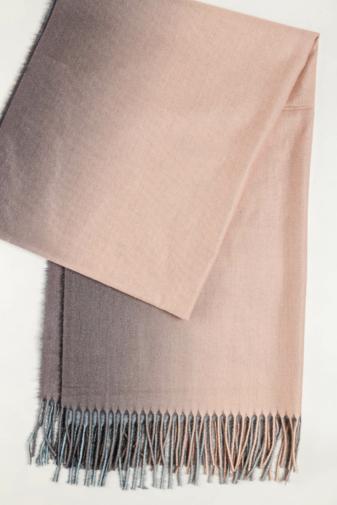 Kép 3/3 - A & ONE Világos rózsaszín Színátmenetes Gyapjúkeverék Sál Rojtokkal