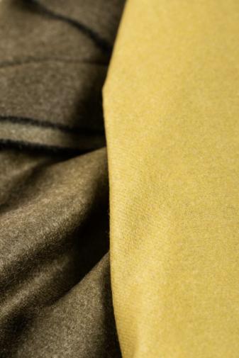 Kép 2/3 - A & ONE Világos sárga Színátmenetes Gyapjúkeverék Sál Rojtokkal