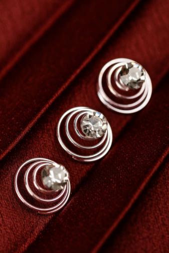 Kép 2/3 - A & ONE Ezüst színű spirálos hajtű strasszkő díszítéssel