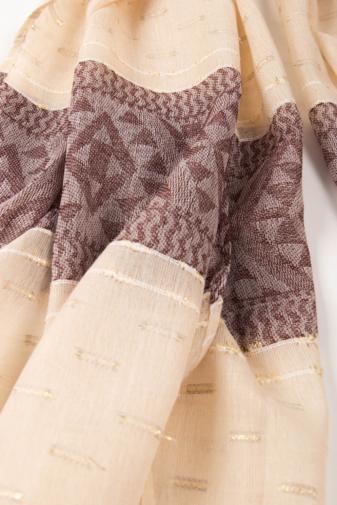 Kép 2/2 - Szürkésbarna És Lila Geometriai Mintás Aranyszállal Díszített Vékony Textil Sál