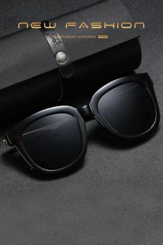 Kép 3/5 - A&ONE Fekete Színű Nagy Méretű Kerekített Női Napszemüveg Arany Szárral