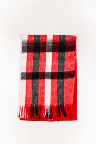 Kép 2/3 - A & ONE Piros Alapszínű Vastag Kockás Téli Sál