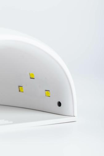 Kép 3/3 - Fehér Köröm- És Gélszárító UV/LED Lámpa 12 Darab Led Izzóval, 36 W