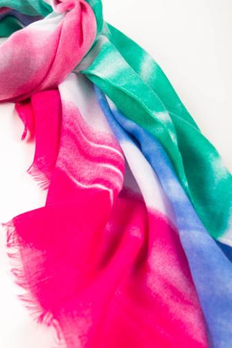 Kép 2/2 - Rózsaszín Kék Zöld Színű Textil Kendő