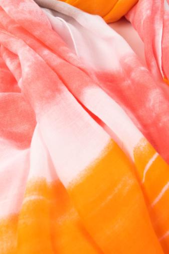 Kép 2/2 - Barack,Narancssárga, Szürke És Fehér Színű Textil Kendő