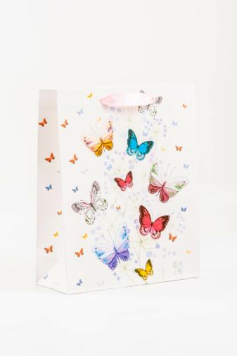 Kép 1/2 - A & ONE Fehér Alapon Színes Pillangóval Díszített Ajándéktáska -- 26 cm x 32 cm