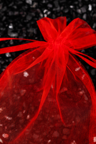 Kép 2/2 - Piros Áttetsző Ajándék Tasak, 15 x 10,5 cm