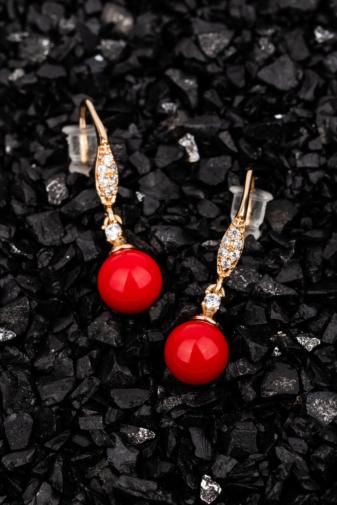 Kép 2/2 - Xuping Arany Színű Arannyal Bevont Fülbevaló Cirkónia Kövekkel, Piros Gyönggyel