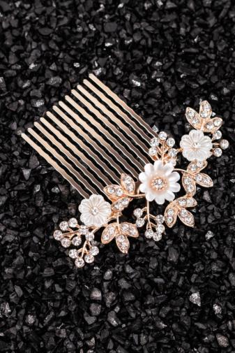Kép 1/2 - A & ONE Virágokkal És Strasszkövekkel Díszített Fehér- Arany Nikkelmentes Fém Hajtű