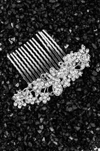 Kép 1/2 - A & ONE Ezüst Strasszköves, Pillangóval és Virágokkal Díszített Hajtű