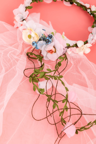 Kép 3/3 - A & ONE Virágokkal És Szalaggal És Fátyollal Díszített Fejpánt