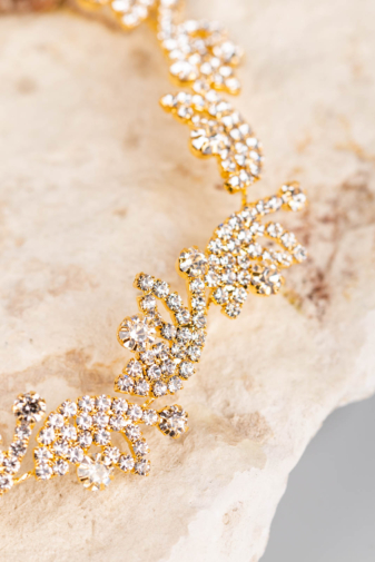 Kép 2/3 - A & ONE Arany Színű, Virág Alakú Strasszokkal Díszített Kontydísz