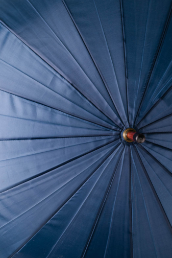 Kép 3/4 - Sötétkék És Szürke Uniszex Fa Nyelű Bot Esernyő, 133 cm Átmérővel