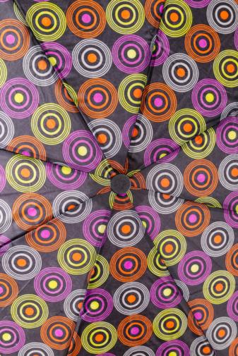 Kép 2/3 - Színes Karika Mintájú Automata Esernyő, 105 cm Átmérővel