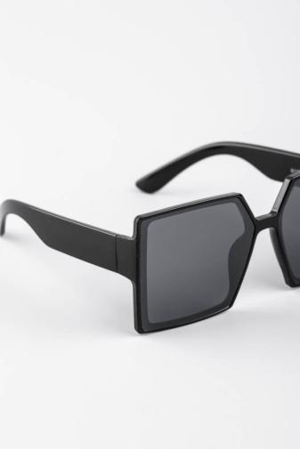 Kép 2/3 - A & ONE Fekete Nagy Méretű Szögletes Műanyag Keretes Napszemüveg