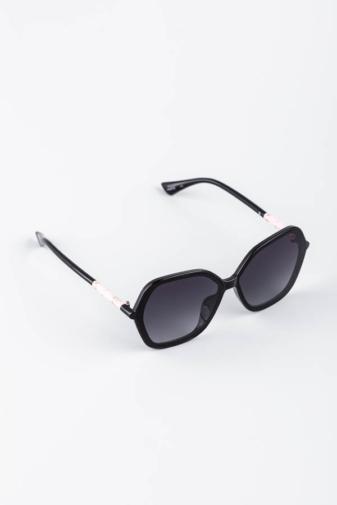 Kép 2/3 - A & ONE Fekete Ívesen Szögletes Nagy Méretű Napszemüveg Rózsaszín Díszítéssel