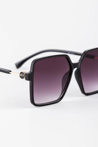 Kép 2/3 - A & ONE Fekete Nagy Méretű Szögletes Napszemüveg, Szárán Arany Díszítéssel