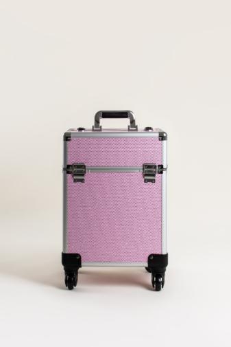 Kép 1/7 - Rózsaszín Csillogós, Zárható Gurulós Sminkes Bőrönd Kinyitható Rekeszekkel