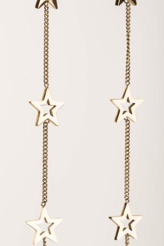 Kép 2/2 - A & ONE Arany Színű Titániumból Készült Lógós Fülbevaló, Csillagokkal Díszítve