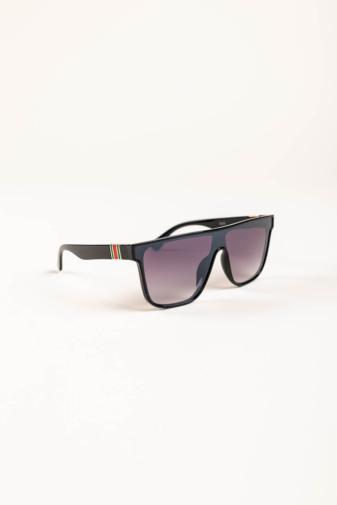 Kép 2/3 - A & ONE Fekete Nagy Méretű, Szárán Piros-Zöld Díszítésű Napszemüveg