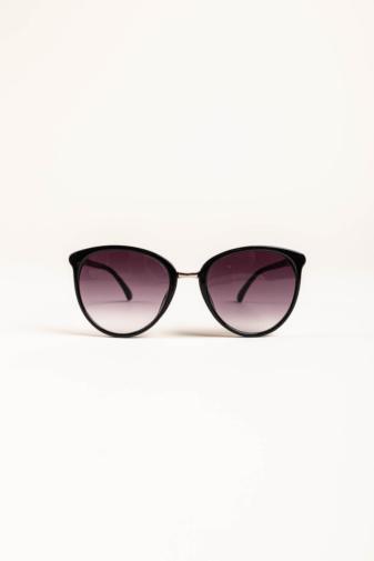 Kép 1/2 - A & ONE Fekete Letisztult Napszemüveg, Szárán Ezüst Díszítéssel