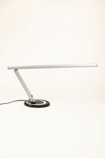 Kép 3/3 - Dizájnos Ezüst Asztali LED-es Körmös Lámpa