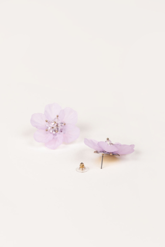 Kép 3/3 - A & ONE Extravagáns Lila Nagy Méretű Virág Alakú Bedugós Fülbevaló