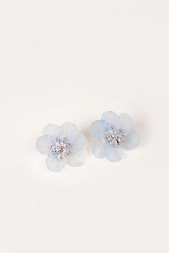 Kép 1/3 - A & ONE Extravagáns Világoskék Nagy Méretű Virág Alakú Bedugós Fülbevaló