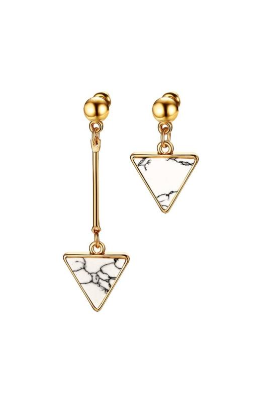 A & ONE Arany színű rozsdamentes acélból készült fülbevaló háromszög alakú dísszel