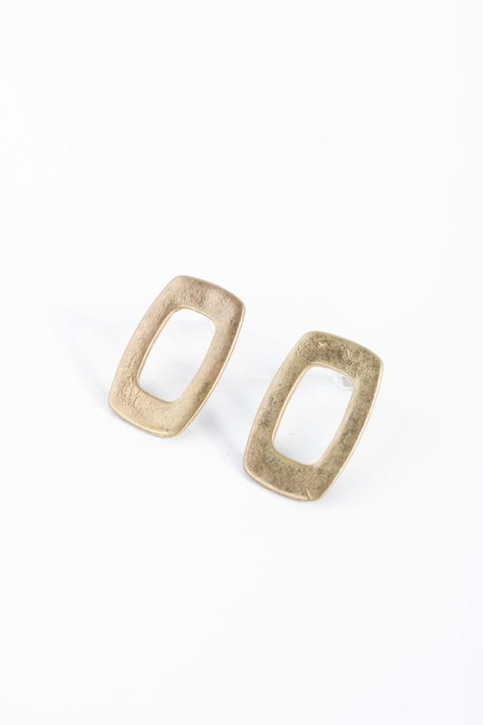 A & ONE arany színű rusztikus ovális fülbevaló