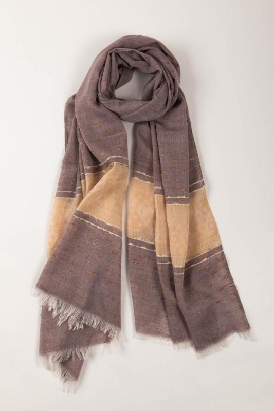 Lila És Bézs Geometriai Mintás Aranyszállal Díszített Vékony Textil Sál