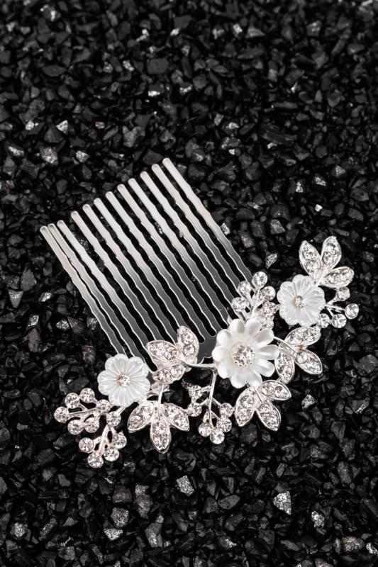 A & ONE Virágokkal És Strasszkövekkel Díszített Fehér- Ezüst Nikkelmentes Fém Hajtű