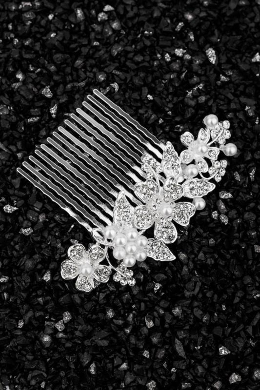 A & ONE Virágokkal És Strasszkövekkel, Gyöngyökkel Díszített Nikkelmentes Fém Hajtű