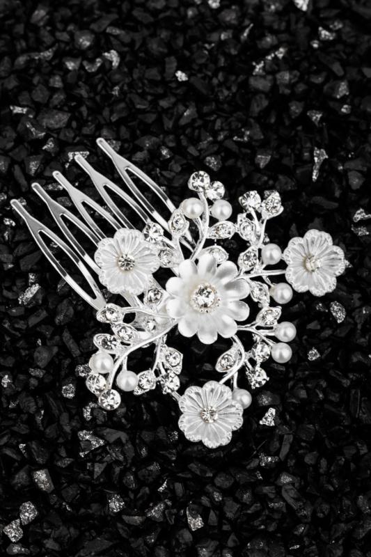 A & ONE Virágokkal És Strasszkövekkel Díszített Fehér És Ezüst Színű Nikkelmentes Fém Hajtű