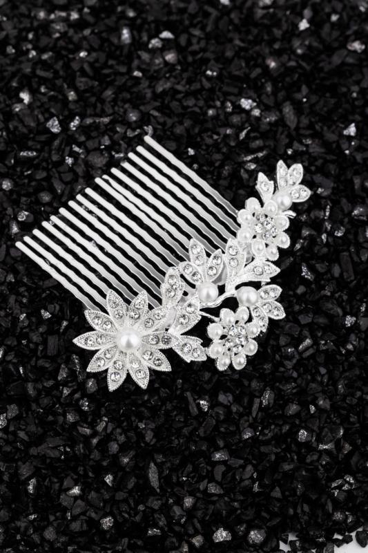 A & ONE Virágokkal És Strasszkövekkel Díszített Gyöngyös Nikkelmentes Fém Hajtű
